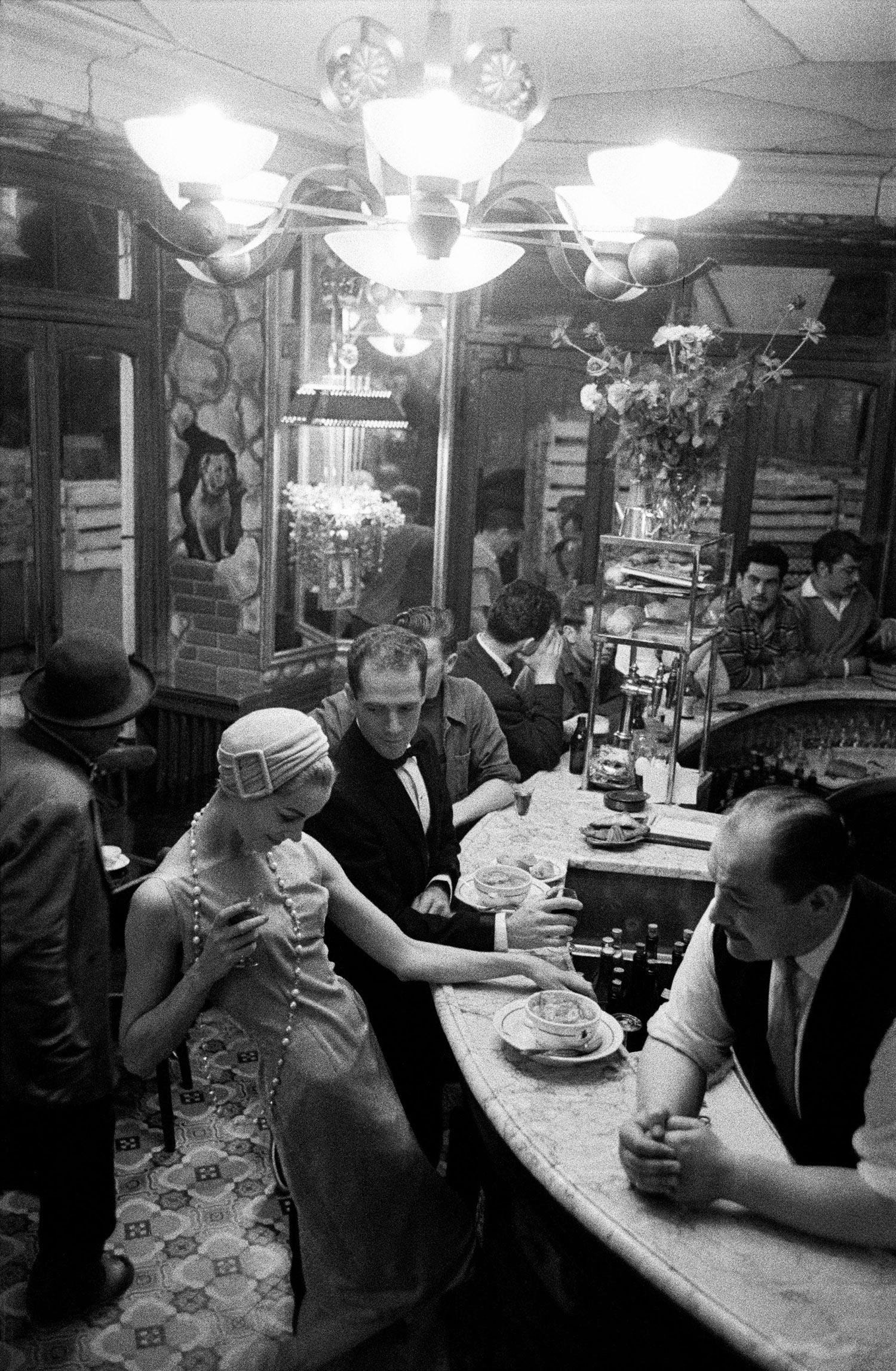 1957-Paris-France-for-JDM-Tan-Arnold-at-Chien-qui-Fume-a