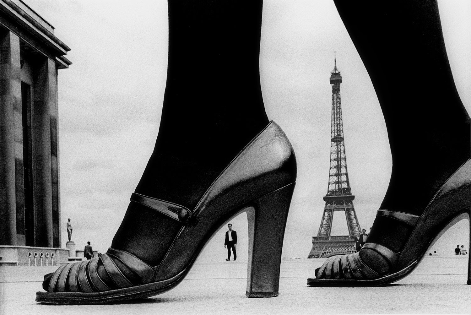 1974-Paris-France-for-STERN-shoes-and-Eiffel-Tower-a